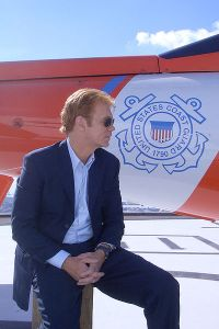 Take off those glasses & solve that crime, Horatio!